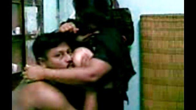 Ado noire film porno streaming en francais de 18 ans avec beau cul dans une première vidéo amateur