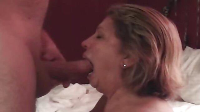Petite amie amateur suce et baise avec une éjaculation faciale vidéo xxx streaming
