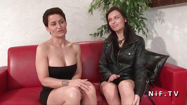 Gros seins poupées - scène film x streaming francais 1