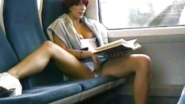 Caméra cachée surprend une film de sexe en streaming gratuit fille en train de se masturber dans le bain