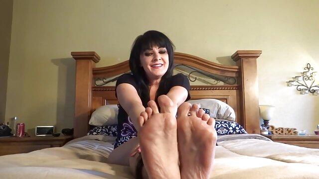 La mignonne noire ludique Amber Steel joue sa film porno français gratuit en streaming chatte