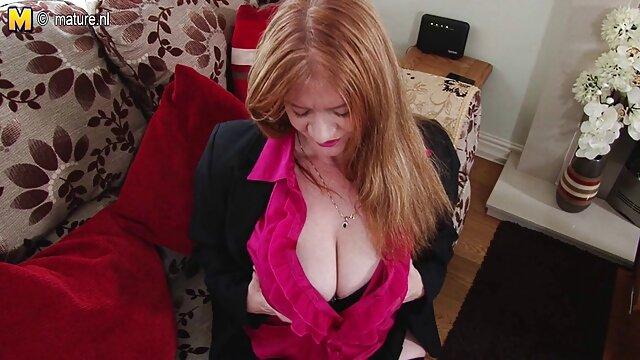 Une brune en chaleur aime film porno complet stream une grosse bite noire entre ses jambes