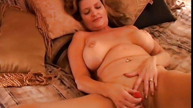 Deux copains frappent streaming porno complet mamie près du lac